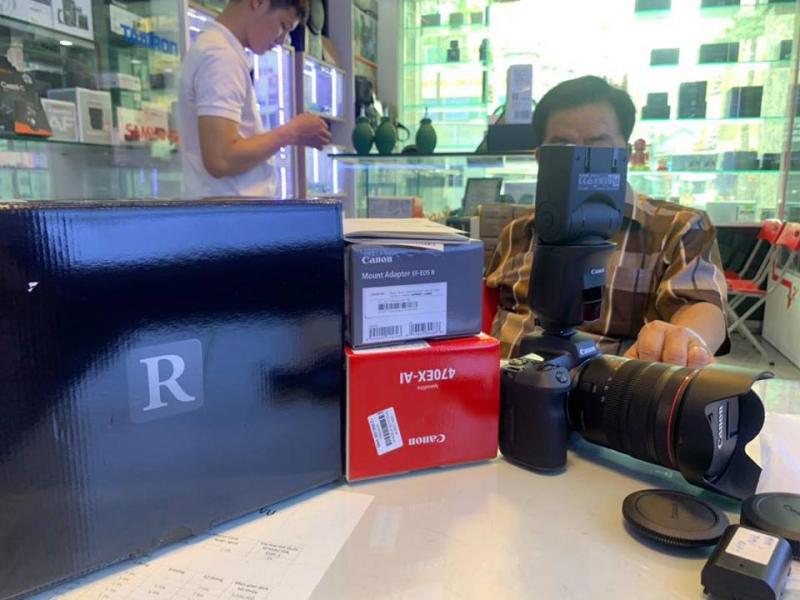 Khách hàng tại Ngọc Camera