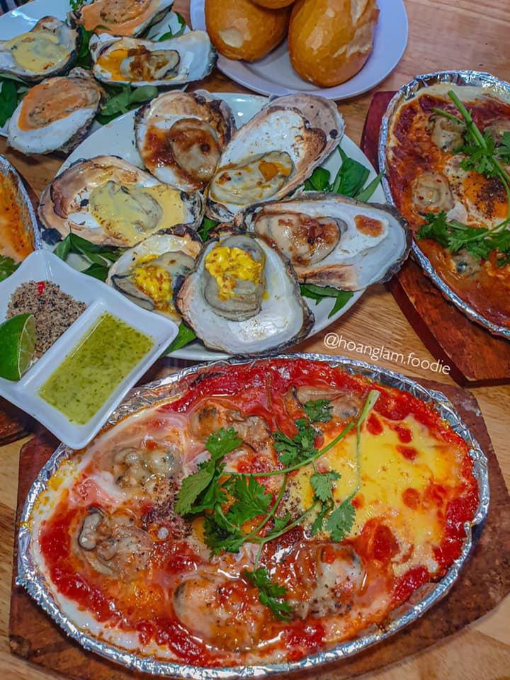 Thế Giới Hàu đặc biệt nổi tiếng với món Hàu né phô mai.